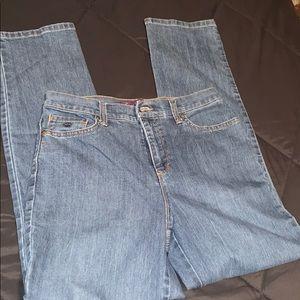 "Gloria Vanderbilt Amanda Jeans (6, 30"")"